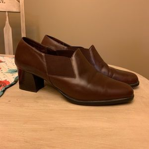 💁♀️ 3/21!!! 💁♀️ Brown shoes size 8.5 Aerosoles